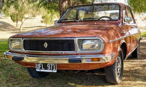 Auto Renault 12