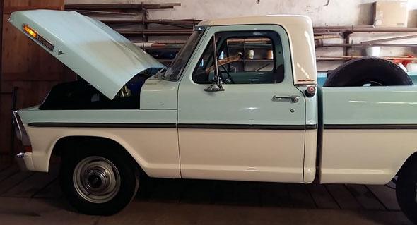 Auto Ford F100 V8