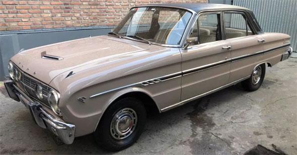 Auto Ford Falcon Futura Deluxe