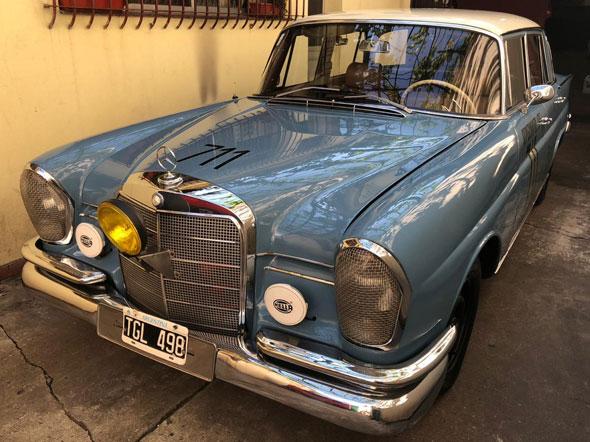 Auto Mercedes Benz 220 Suecas