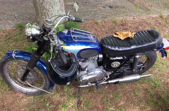 Moto Triumph Trophy 650