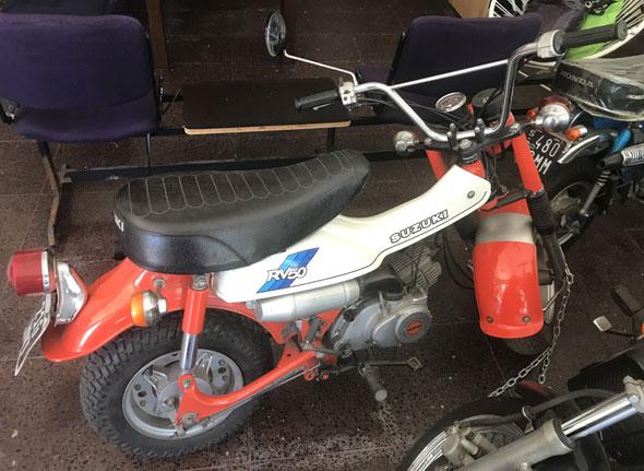 Moto Suzuki RV50
