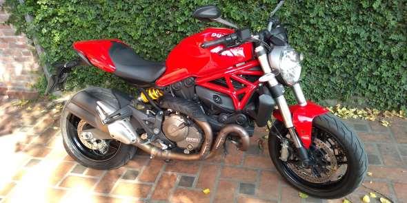 Auto Ducati Monster 821