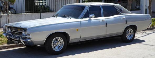 Auto Ford Fairlane 500