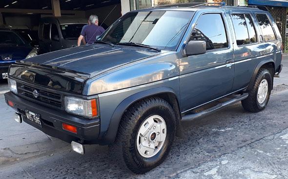Auto Nissan Pathfinder 3.0 AT 4x4