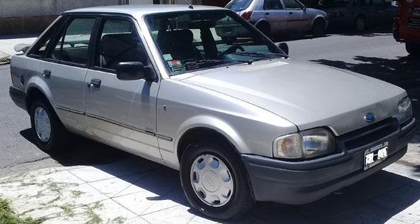 Auto Ford Escort Ghia 1.8 S