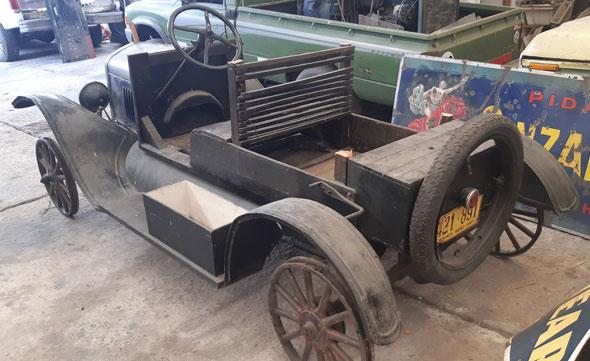 Auto Ford Jardinera