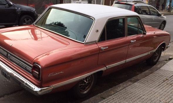 Auto Ford Falcon Futura