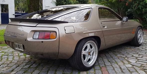 Auto Porsche 928 S