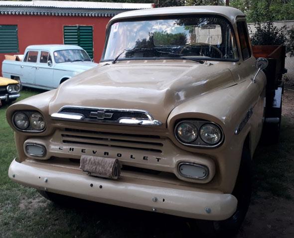 Auto Chevrolet Apache Viking