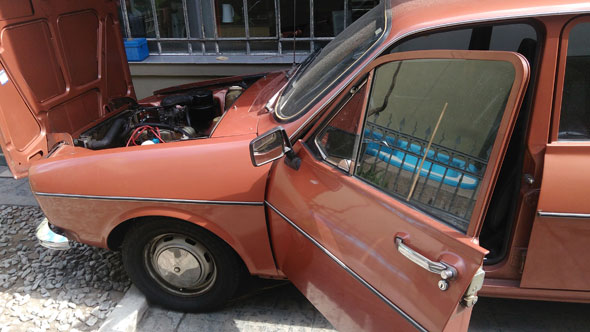 Auto Renault R 12