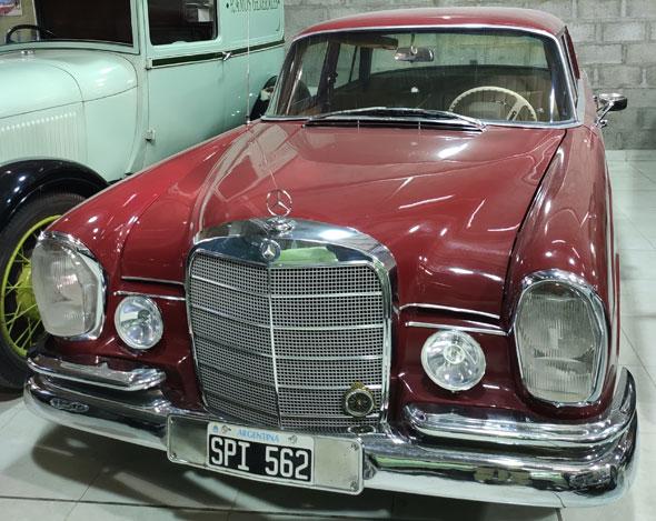 Mercedes Benz 230S Sedán