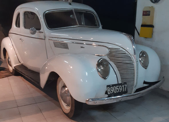 Ford V8 1939 coupe