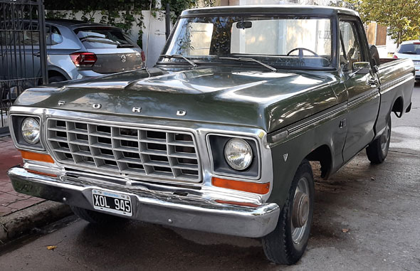 Ford F100 V8 deluxe 1981