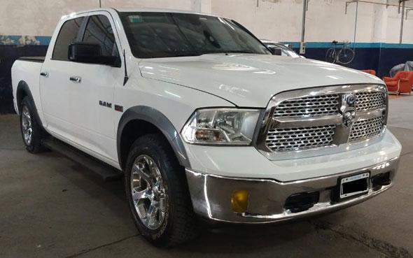 RAM 1500 5.7 Laramie AT (2015)