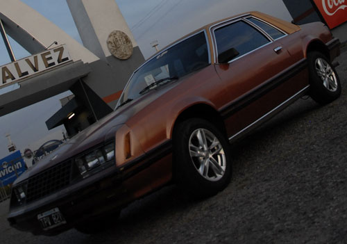 Auto Ford Mustang Ghia