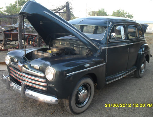 Auto Ford Tudor 1946