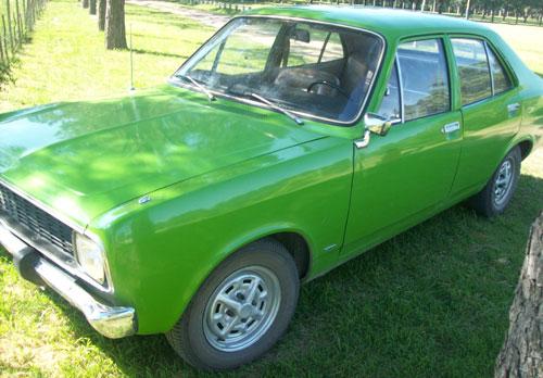 Auto Dodge 1975