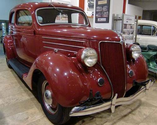 Auto Ford V8 68 Tudor Sedán Deluxe