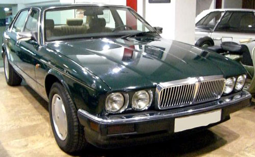 Car Jaguar XJ-6 3,2