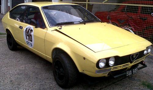 Car Alfa Romeo GTV 2000