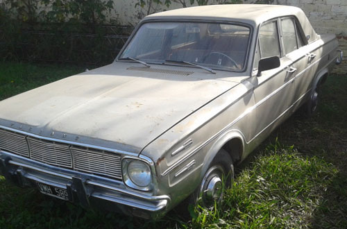 Auto Chrysler Valiant IV