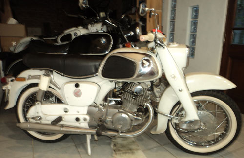 Motorcycle Honda Dream 300