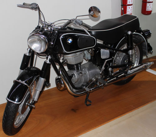 Motorcycle BMW R27