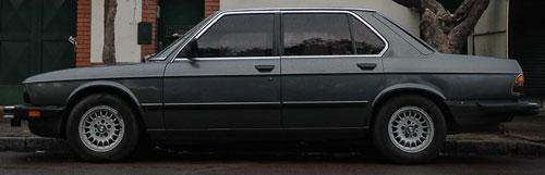 Car BMW 528E