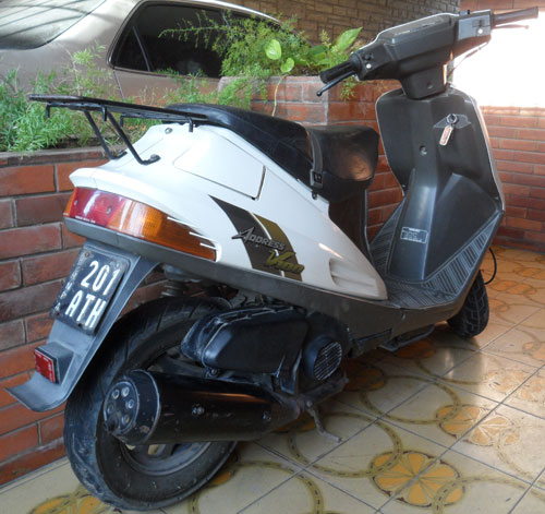 Moto Suzuki Address V100