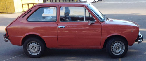 Car Fiat 133