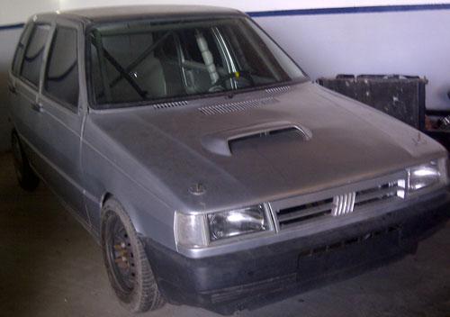 Car Fiat Uno