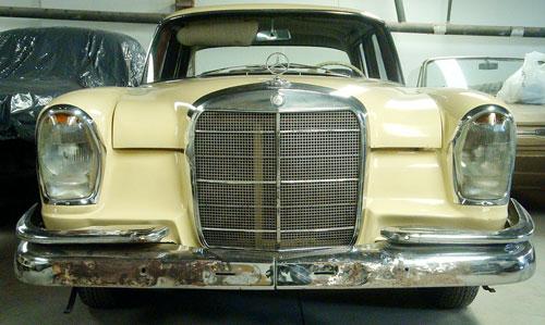 Car Mercedes Benz 220S