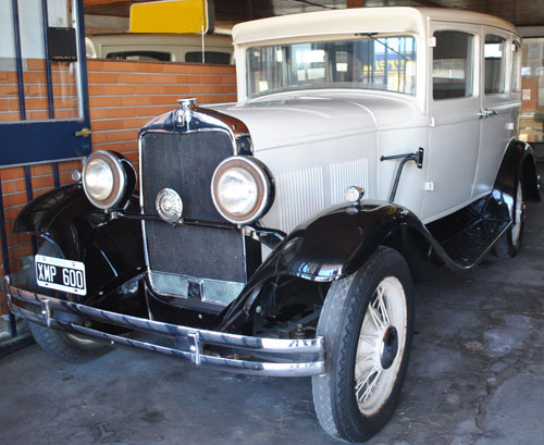 Car Plymouth 1930