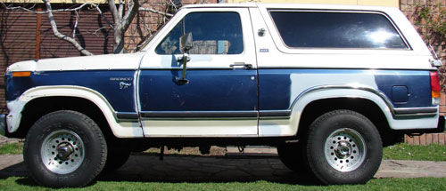 Car Ford Bronco XLT