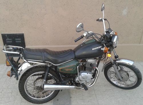 Motorcycle Honda Twinstar CM200T