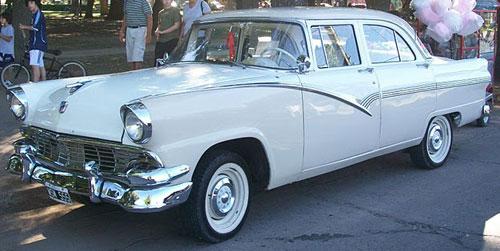Auto Ford Fairlane Town 1956