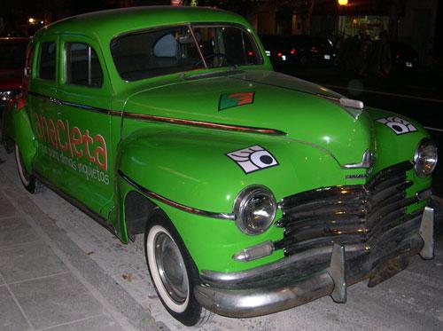 Auto Plymouth 1948 Sedán Deluxe