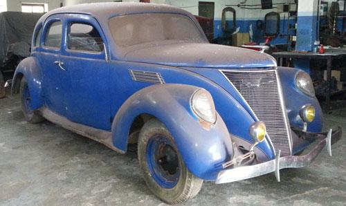 Car Lincoln Zephir V 12