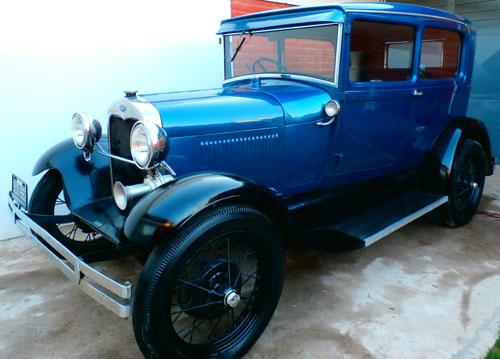 Car Ford A Tudor