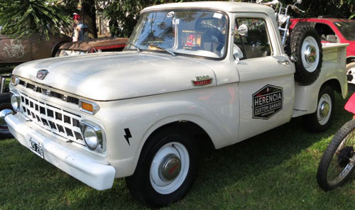 Car Ford F 100