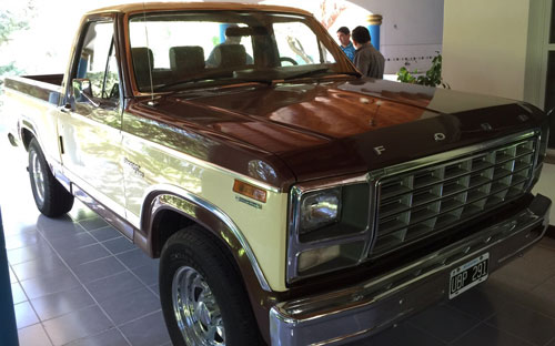 Car Ford F100 Ranger XLT