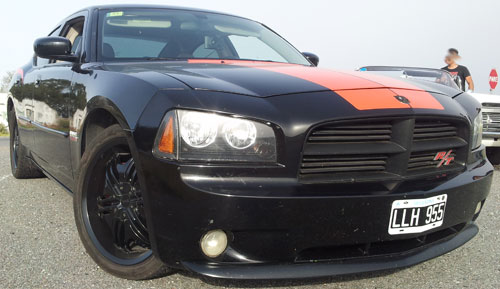 Auto Dodge Charger RT V8