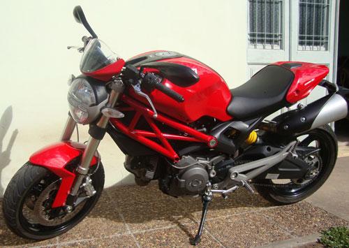 Auto Ducati Monster 696