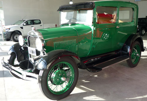 Car Ford A Tudor 1927