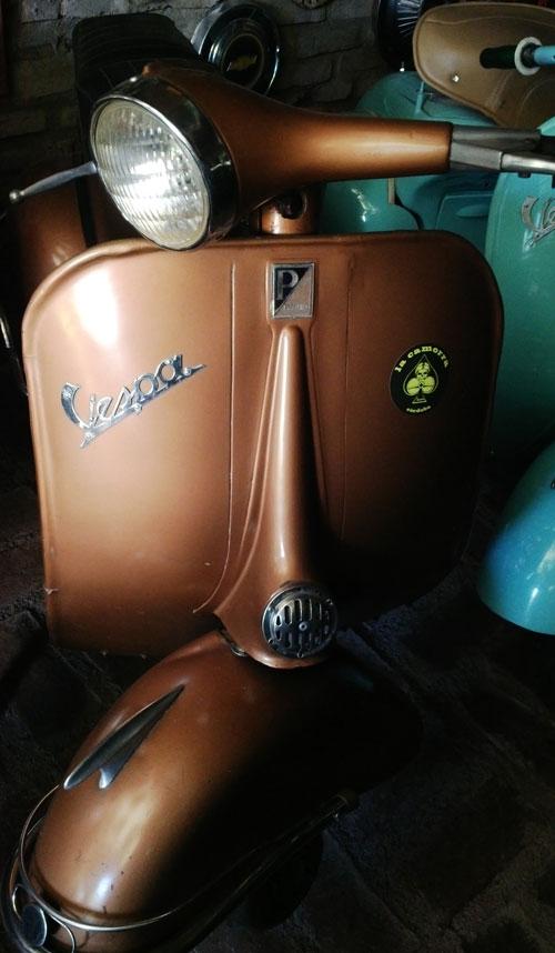 Motorcycle Vespa VBB1 150