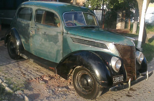 Auto Ford 1937 Two Door