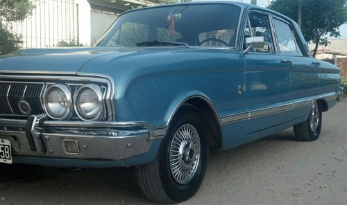Car Ford Falcon Deluxe