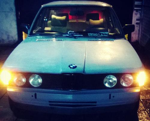 Car BMW 316 E21