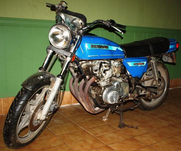 Moto Suzuki GSE 550